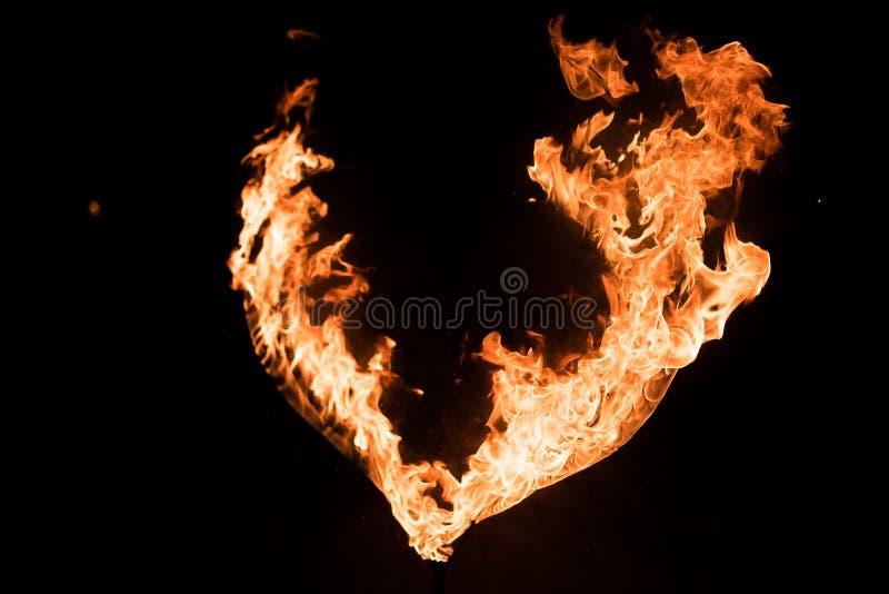 Płonący serce w zmroku, fotografia stock