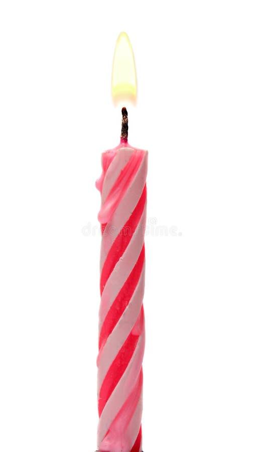 Płonący Urodzinowy świeczka tort Odizolowywający Na bielu zdjęcie stock