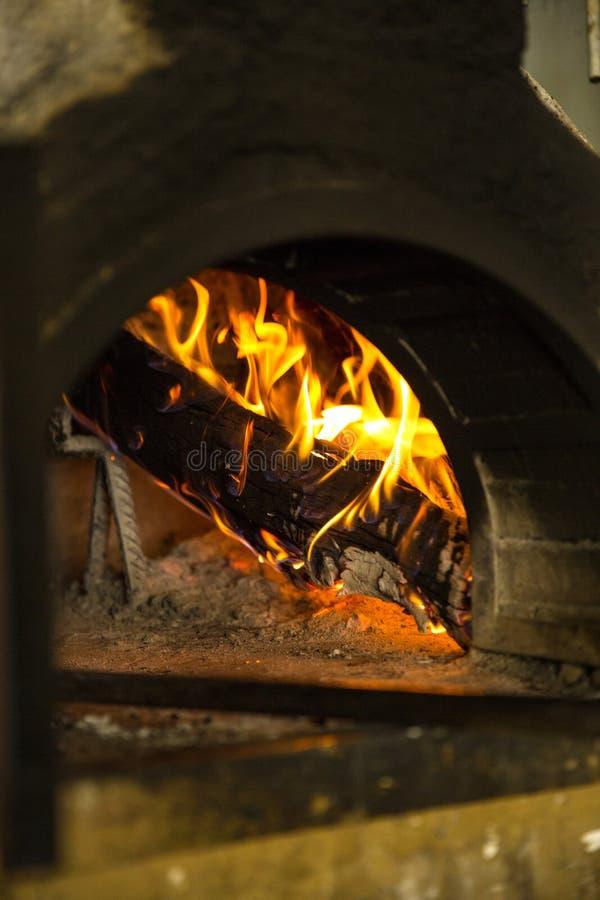 Płonący węgla ogienia drewno fotografia royalty free
