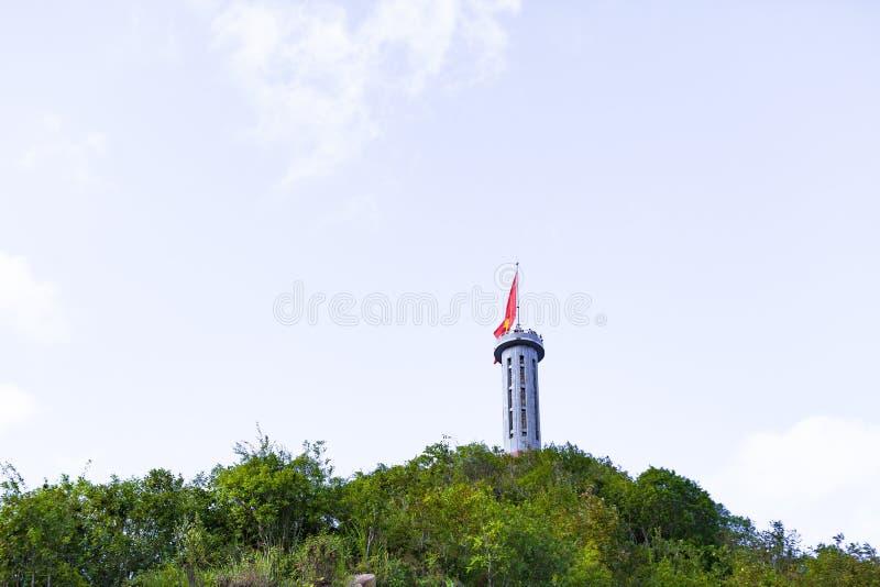 PŁUCA CU, brzęczenia GIANG, WIETNAM, Październik 20th, 2018: Płuca Cu flagpole dokąd brzęczenia Giang prowincja, Wietnam zdjęcia stock