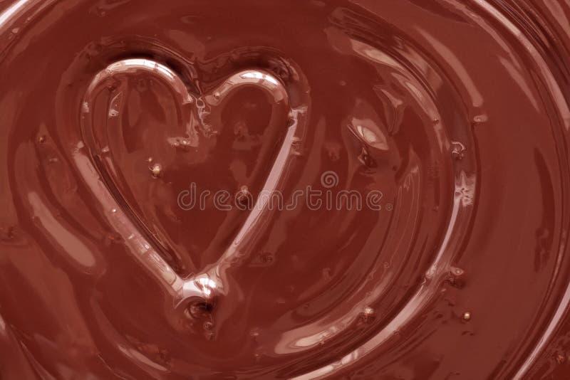 Płynne serce czekoladowe z tekstury Czekolada topiona w tle Karta walentynkowa obraz stock
