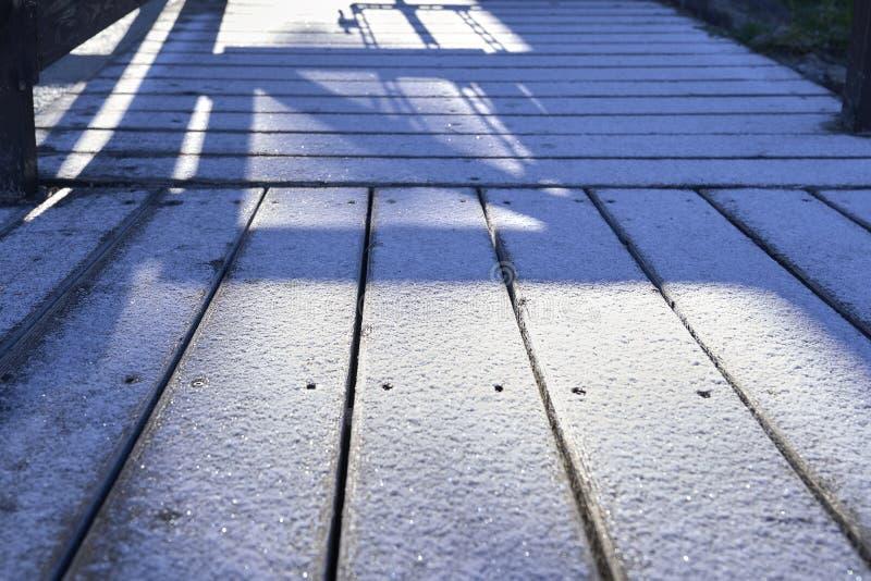 Płytki dachowe Zimowy dach, tło z śniegiem obraz royalty free