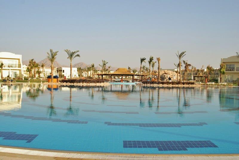Pływacki basen Hilton rekinów Podpalany hotel fotografia stock