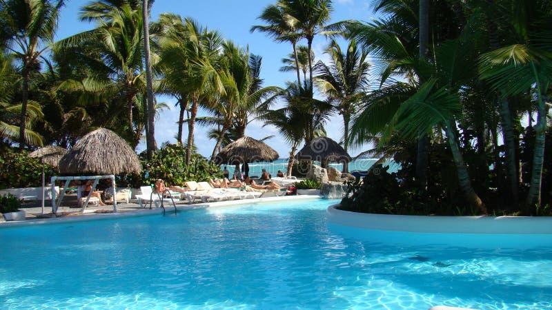 Pływacki basen na Punta Cana plaży obrazy stock