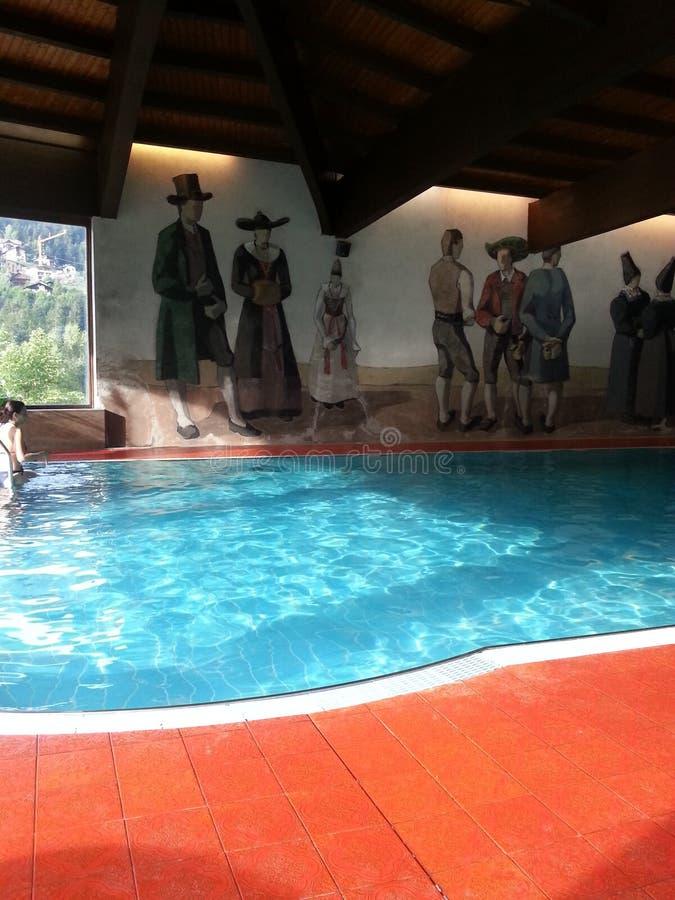 Pływacki basen w val gardena fotografia stock