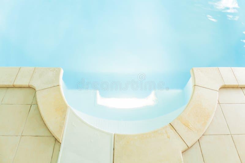 Pływacki basen z czystą wodą obraz royalty free