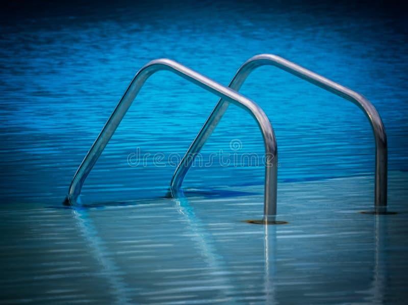 Pływackiego basenu drabina obrazy stock