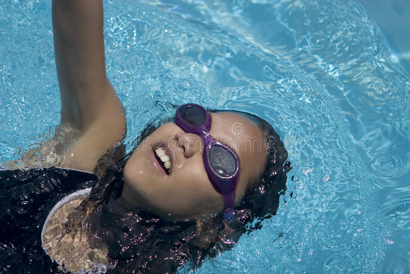 pływanie z powrotem zdjęcie stock