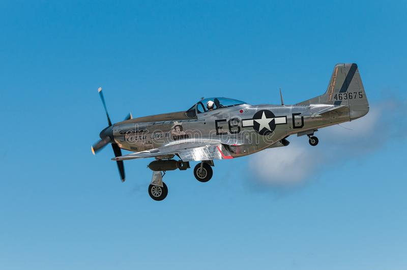 P-51野马山脉苏II为登陆滑动  免版税图库摄影