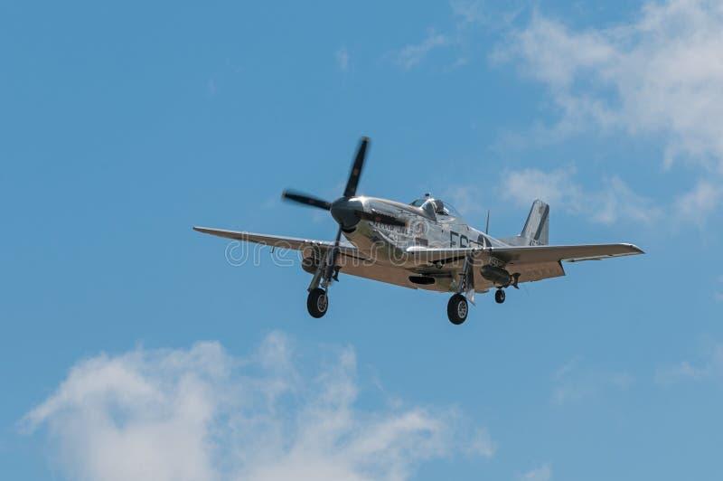 P-51野马山脉苏II飞行  库存照片