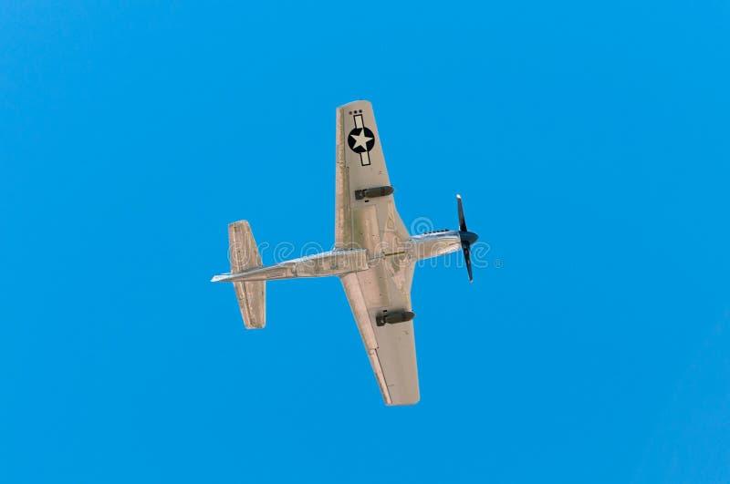 P-51野马山脉顶上苏II的飞行 库存图片