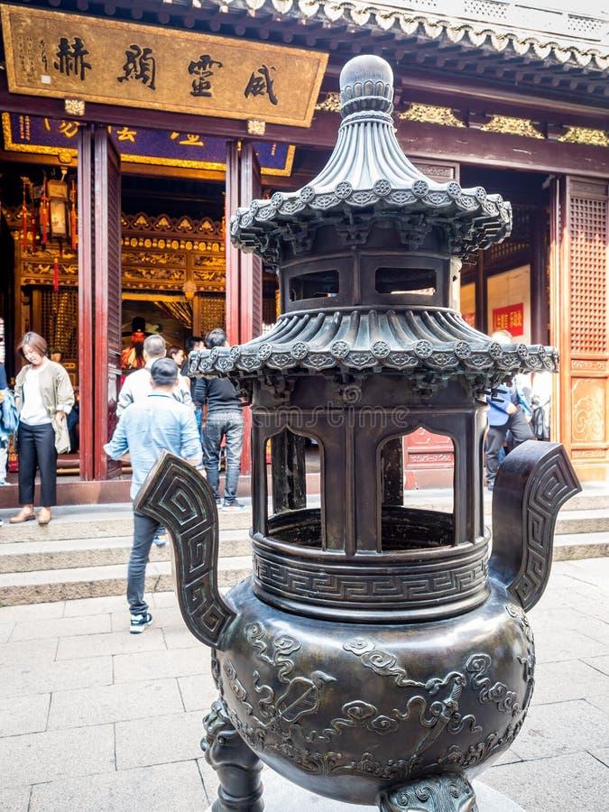 P? den ?riga gamla gudtemplet f?r stad 600 Shanghai, Kina royaltyfri bild