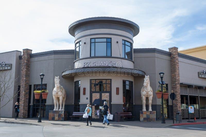 P f Chang \ 'bistros de s China en el pueblo de Bridgeport, centro comercial en la ciudad de Tigard, Oregon foto de archivo libre de regalías