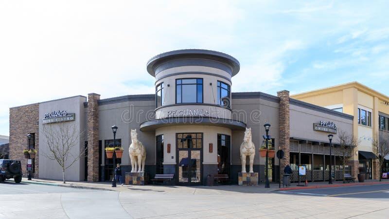 P f Chang, s Porcelanowi bistra przy Bridgeport wioską «, centrum handlowe w Tigard mieście, Oregon zdjęcia stock