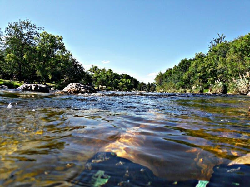 P? floden arkivbilder