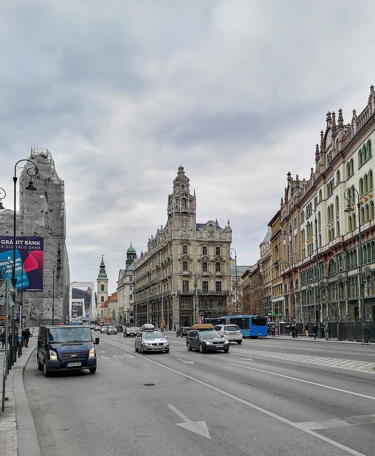 P? gatorna av Budapest royaltyfria bilder