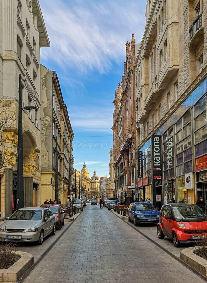 P? gatorna av Budapest royaltyfri foto