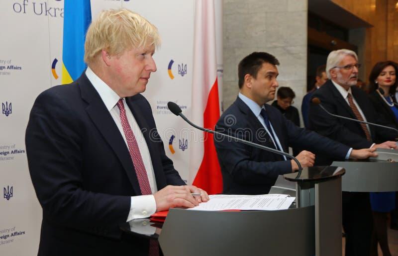 P Klimkin, B Johnson et W Conférence de presse de Waszczykowski dans Kie images libres de droits