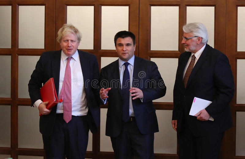 P Klimkin, b Johnson i W Waszczykowski konferencja prasowa w Kie zdjęcie royalty free