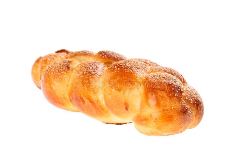 P?o fermentado doce b?lgaro tradicional Kozunak, tran?ado e polvilhado com o a??car, isolado no branco Em Bulg?ria Kozunak ? imagem de stock