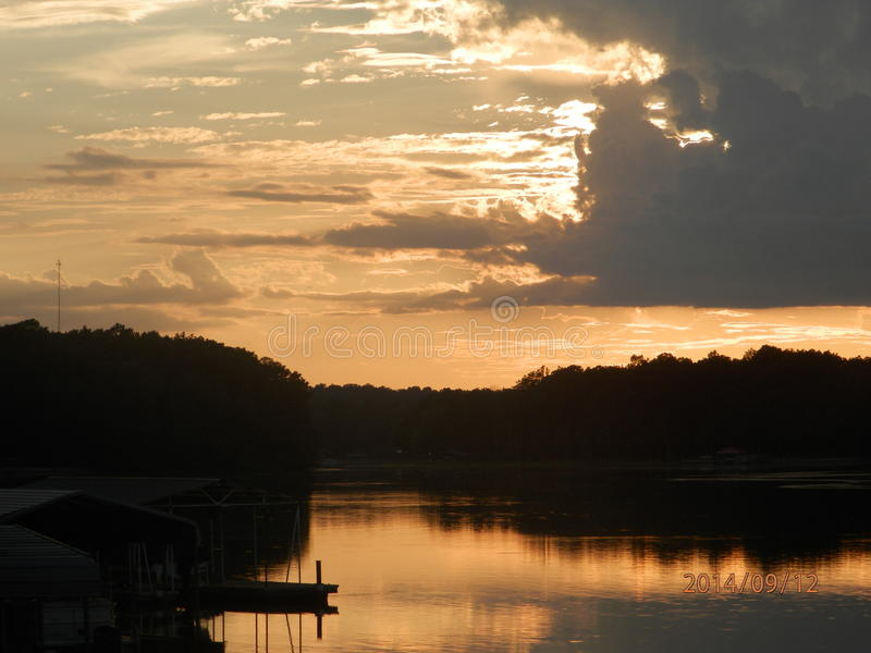 Pôr do sol sobre o lago Eufaula fotografia de stock