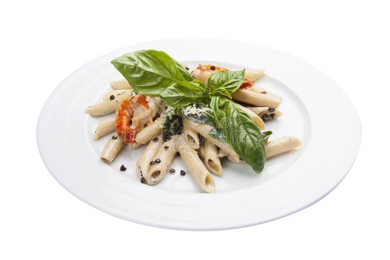P?tes avec des lentilles et des crevettes Plat italien photographie stock