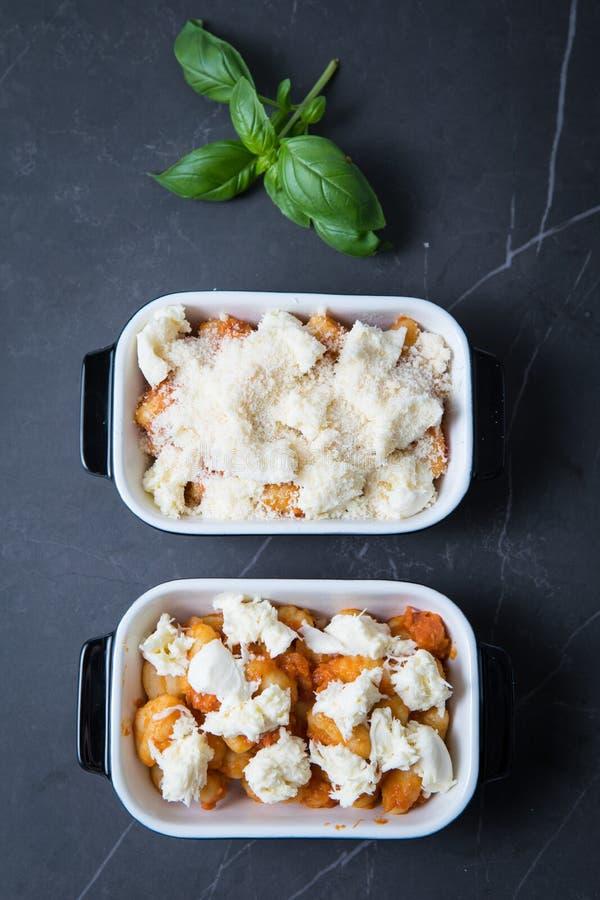 P?tes cuites au four de fromage photo libre de droits