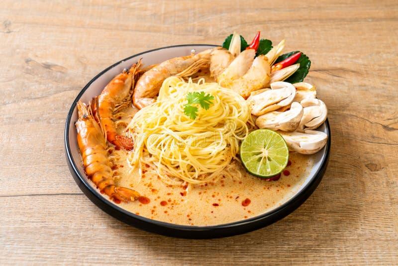 p?tes ?pic?es de spaghetti de crevettes (Tom Yum Goong images libres de droits