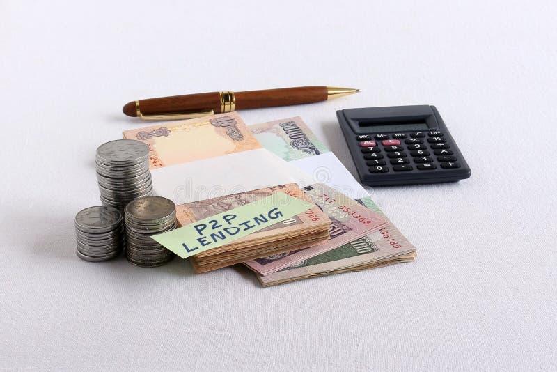 P2p-utlåning eller folkmassafinansieringbegrepp fotografering för bildbyråer