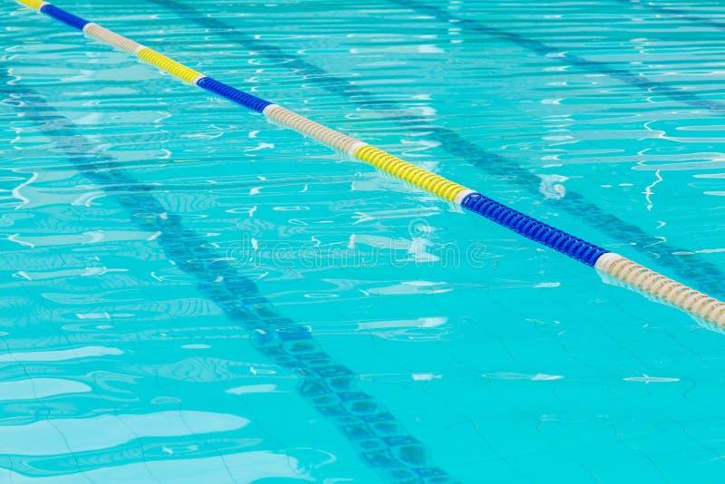 Download Pływacki Basen Z Pasem Ruchu Zdjęcie Stock - Obraz złożonej z ćwiczenie, odbicie: 57654762