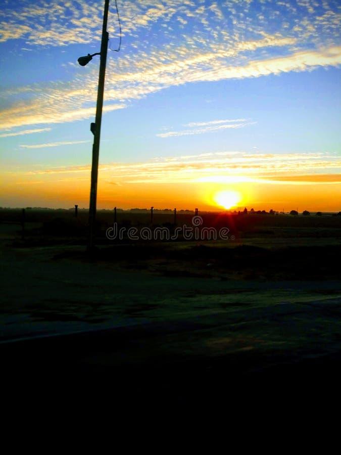 País de las carreteras de la puesta del sol foto de archivo