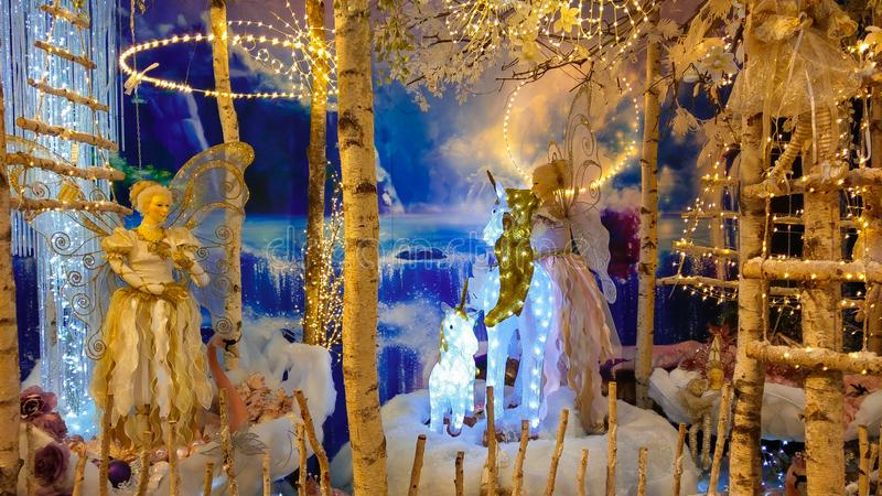 País de las maravillas del invierno con la Navidad de hadas en el interior de la tienda foto de archivo libre de regalías