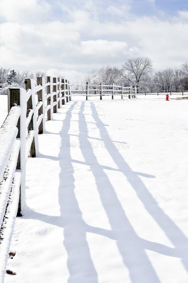 País de las maravillas del invierno en el país stock de ilustración