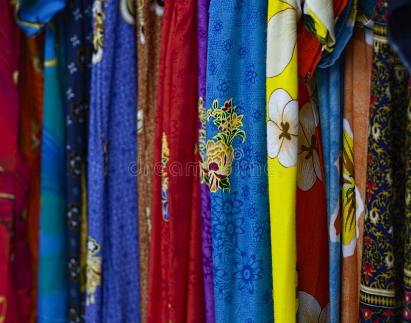 Download Paño Colorido Del Batik Del Diseño Foto de archivo - Imagen de colorido, manera: 64207942