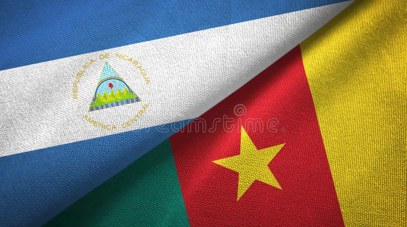Paño de la materia textil de las banderas de Nicaragua y del Camerún dos, textura de la tela imágenes de archivo libres de regalías