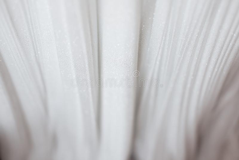 Paño de lujo del fondo blanco del extracto o dobleces líquidos del onda u ondulados del material de seda del terciopelo del sat foto de archivo
