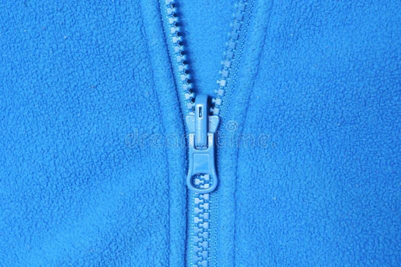 Paño grueso y suave y cremallera azul imagen de archivo
