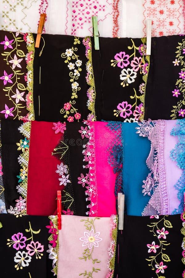 Paños bordados aguja colorida foto de archivo libre de regalías