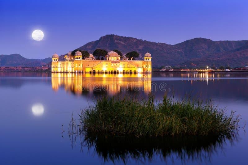 Pałac Jal Mahal przy nocą fotografia royalty free
