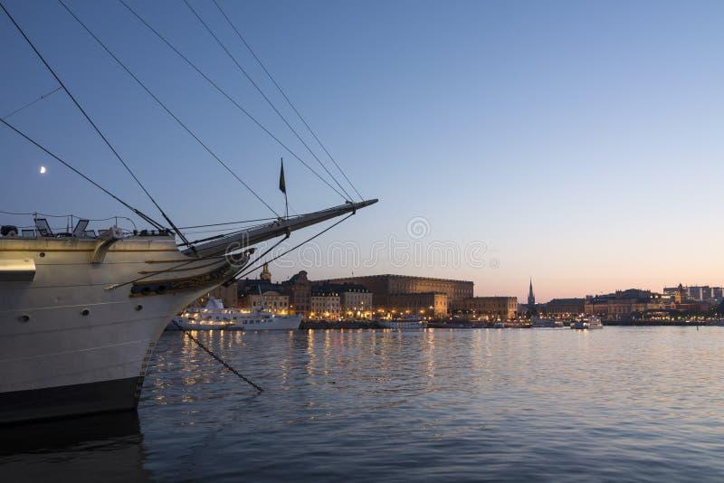 Pałac królewski Sztokholm w zmierzchu obrazy stock