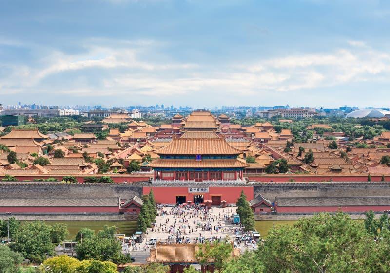 Pałac muzeum przeciw chmurnemu niebieskiemu niebu, Pekin, Chiny zdjęcia royalty free