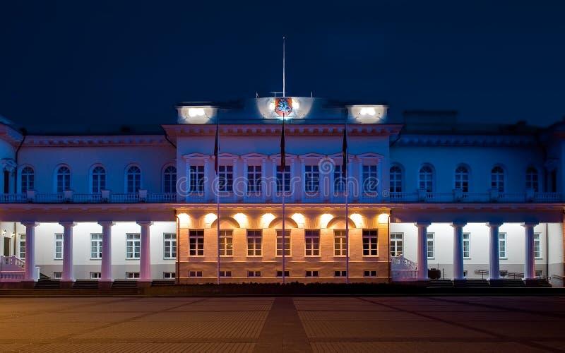 Pałac przy noc. zdjęcia stock