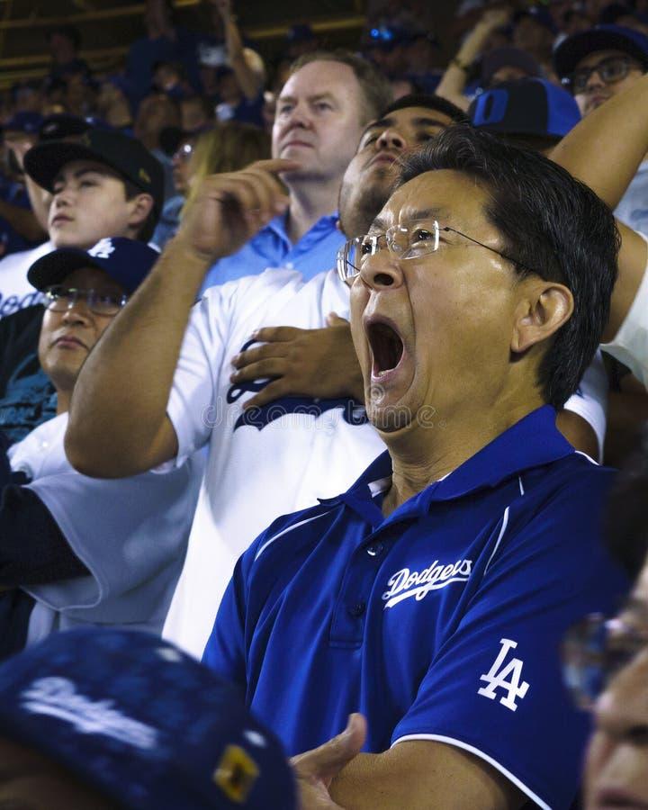 PAŹDZIERNIK 26, 2018 dodger stadium: - LOS ANGELES, KALIFORNIA, usa - fan świętują jako losu angeles Dodgersi porażka Boston Red  zdjęcie royalty free