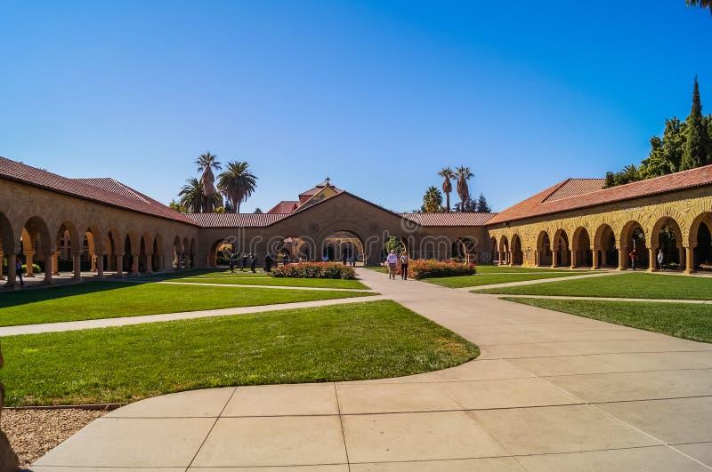 PAŹDZIERNIK 11; 2015 uniwersytet stanforda: Widok uniwersytet stanforda, Kalifornia, usa, zdjęcia stock
