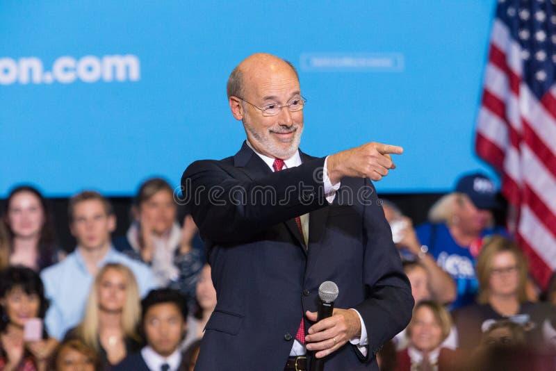 PA州长汤姆狼讲话在政治集会 免版税库存照片