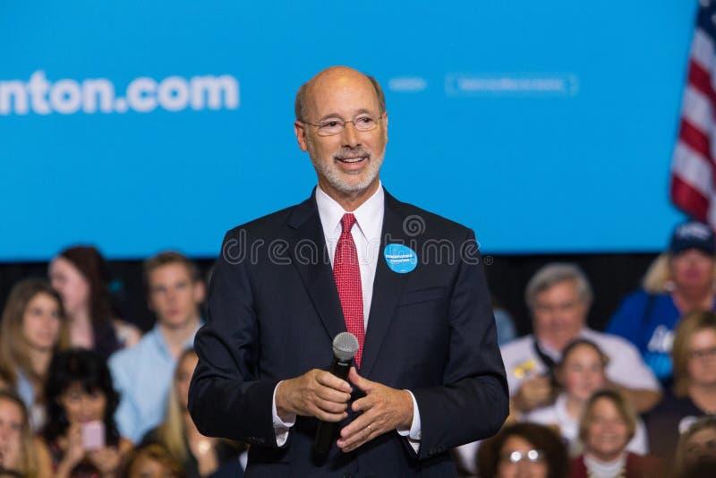 PA州长狼讲话在政治集会 免版税库存图片