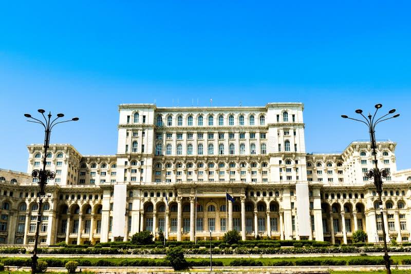 Pa?ac parlament lub osoba dom, Bucharest, Rumunia Noc widok od g??wnego placu Pa?ac by? rozkazywa? b fotografia stock