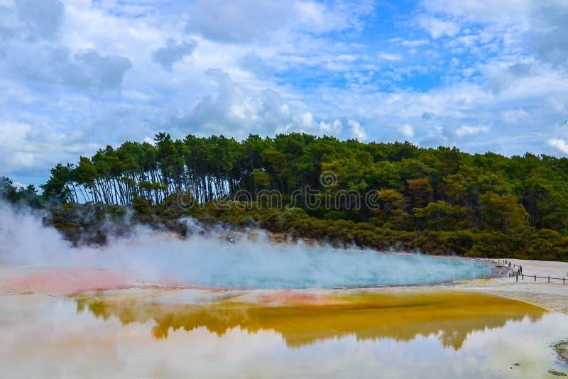 Pa?s de las maravillas termal Nueva Zelanda de Wai-O-Tapu foto de archivo