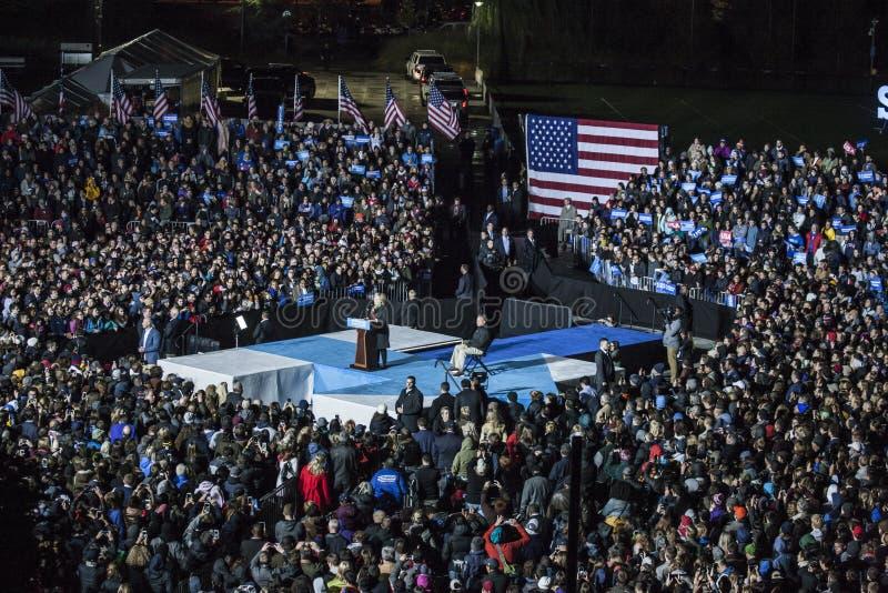 PA: Secretaria Hillary Clinton y senador Tim Kaine Campaign Rally en Philadelphia fotos de archivo libres de regalías