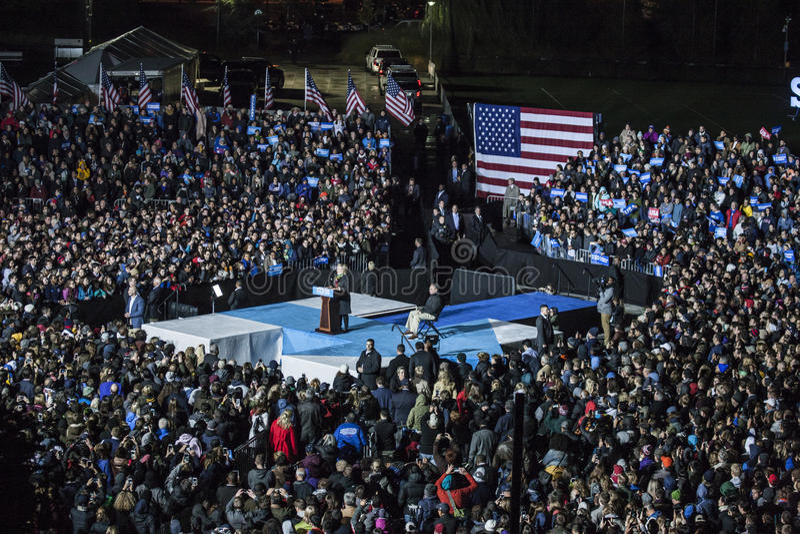 PA: Sekretär Hillary Clinton u. Senator Tim Kaine Campaign Rally in Philadelphia lizenzfreie stockfotos